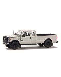 Ford F250 XLT Pickup with Crew Cab & 6' Bed - White / Chrome
